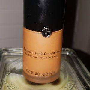 Armani luminous silk foundation, like new
